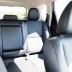 車にテーブル!後部座席で子供が使うのに便利な取り付け方法